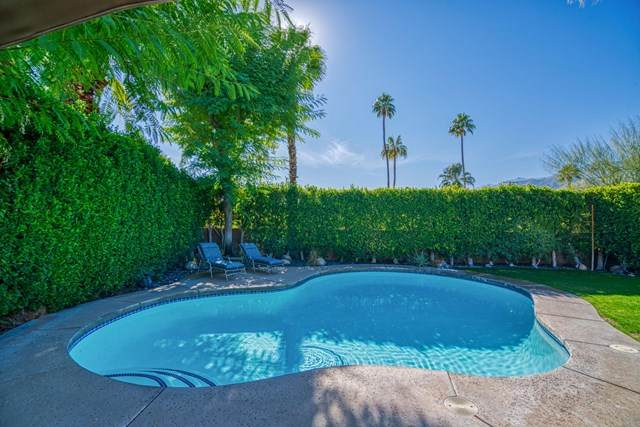 2110 E Desert Palms Drive, Palm Springs, CA 92262 (#219055189PS) :: Bob Kelly Team
