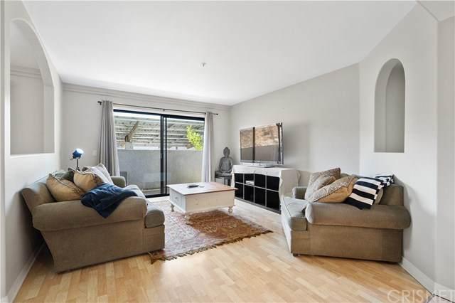 17735 Kinzie Street #101, Northridge, CA 91325 (#SR21006783) :: American Real Estate List & Sell