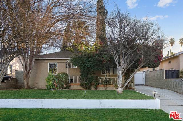 5642 Troost Avenue, North Hollywood, CA 91601 (#21679212) :: Compass