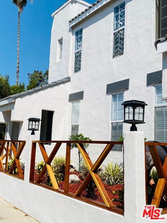 1811 W 36Th Street, Los Angeles (City), CA 90018 (#21679240) :: The Alvarado Brothers