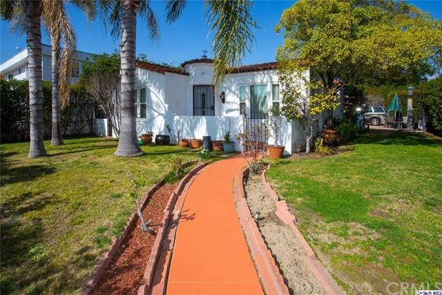 11203 Emelita Street, North Hollywood, CA 91601 (#320004603) :: Compass