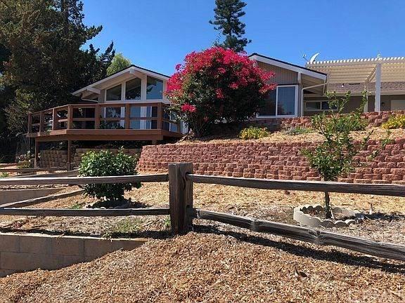 1465 Santa Margarita Drive, Fallbrook, CA 92028 (#ND21009563) :: The Alvarado Brothers