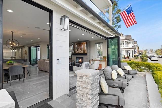 121 Emerald Ave, Newport Beach, CA 92662 (#NP21002872) :: Mint Real Estate