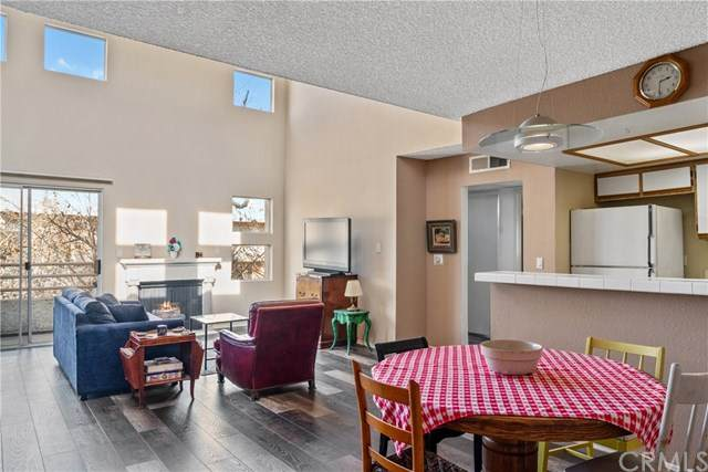 11230 Peach Grove Street #309, North Hollywood, CA 91601 (#BB21009951) :: The Results Group