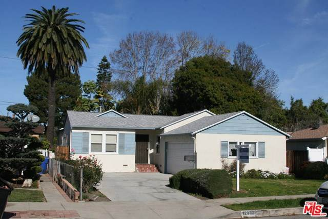 12937 Walsh Avenue, Los Angeles (City), CA 90066 (MLS #21680692) :: Desert Area Homes For Sale