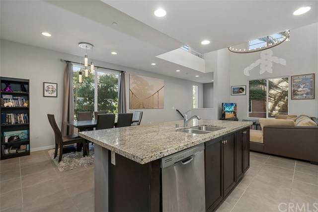 23 Waldorf, Irvine, CA 92612 (#NP21008487) :: Team Forss Realty Group