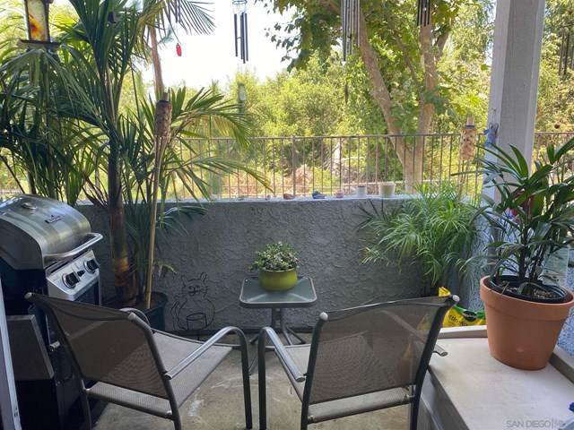 5086 Via Manos B, Oceanside, CA 92057 (#210001445) :: The DeBonis Team
