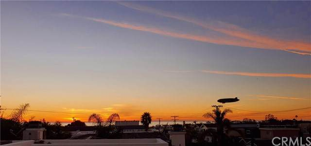 623 1st Place, Hermosa Beach, CA 90254 (#SB21010652) :: The Miller Group