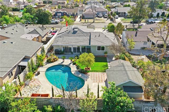 11245 Delano Street, North Hollywood, CA 91606 (#SR21011568) :: Team Forss Realty Group