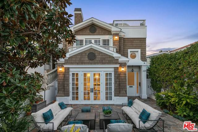325 9Th Street, Manhattan Beach, CA 90266 (#21681606) :: The Bhagat Group