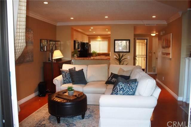 2554-E102 Elden Avenue E102, Costa Mesa, CA 92627 (#NP21012693) :: Zutila, Inc.