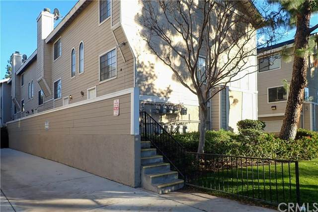 8338 Woodley Place #18, North Hills, CA 91343 (#PW21012681) :: The DeBonis Team