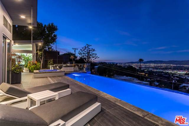 7275 Mulholland Drive, Los Angeles (City), CA 90068 (#21683130) :: RE/MAX Masters