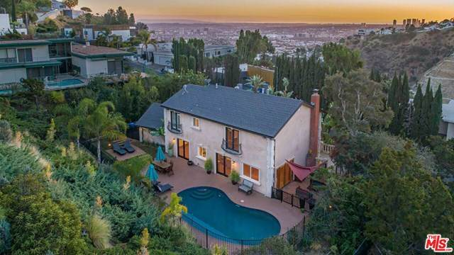 7851 Electra Drive, Los Angeles (City), CA 90046 (#21683592) :: Mint Real Estate