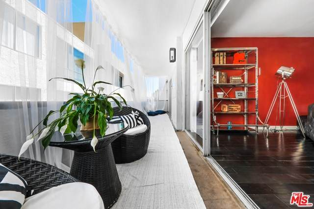 7259 Hillside Avenue #202, Los Angeles (City), CA 90046 (#21683314) :: Mint Real Estate