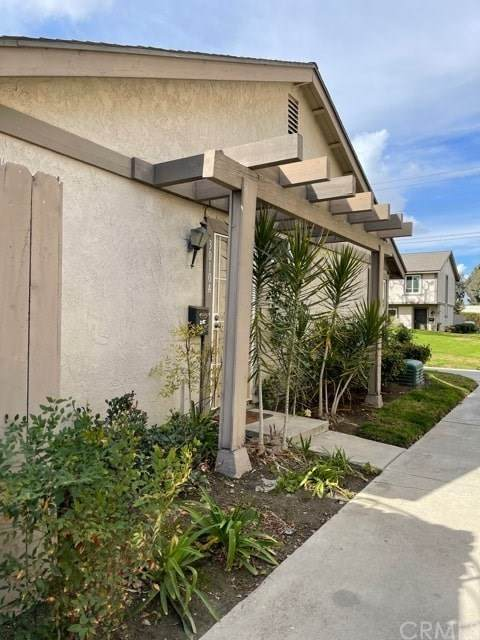 3010 Bradford Pl, Unit A Place A, Santa Ana, CA 92707 (#PW21016158) :: Crudo & Associates