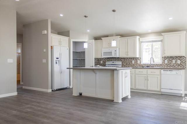 2003 Bayview Heights Drive #210, San Diego, CA  (#NDP2100890) :: Rogers Realty Group/Berkshire Hathaway HomeServices California Properties