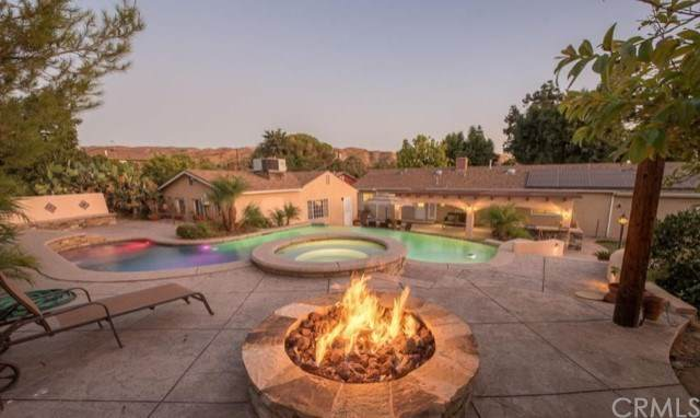 10423 Tuxford Street, Sun Valley, CA 91352 (#BB21016417) :: Re/Max Top Producers