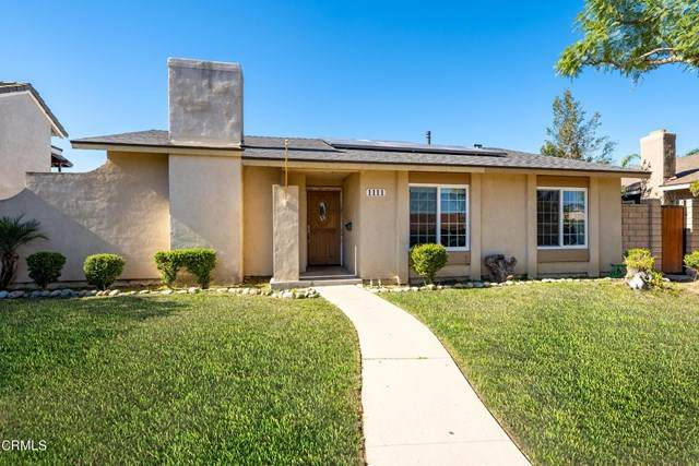 1111 Camelot Way, Oxnard, CA 93030 (#V1-3631) :: Veronica Encinas Team