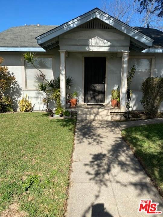 1057 1059 W 61St Street, Los Angeles (City), CA 90044 (#21688718) :: Steele Canyon Realty