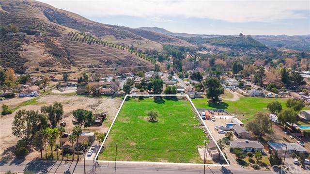 2340 Mentone Avenue, Mentone, CA 92359 (#EV21021899) :: Team Forss Realty Group