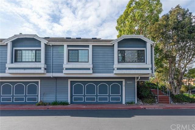 20021 Waterford Lane #102, Huntington Beach, CA 92646 (#OC21030249) :: Veronica Encinas Team