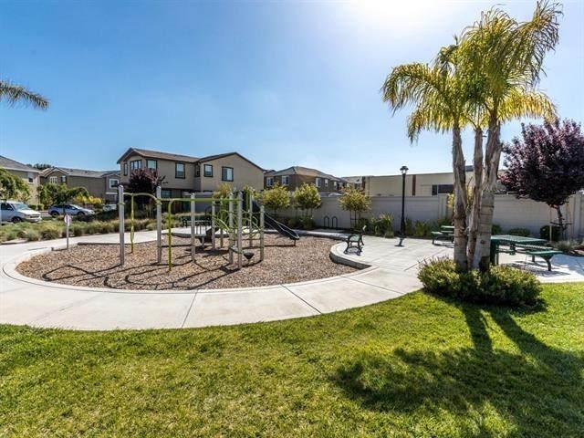 865 Maple Place, East Palo Alto, CA 94303 (#ML81829854) :: Veronica Encinas Team