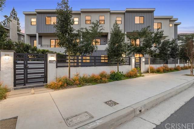 8400 Woodley Place, North Hills, CA 91343 (#SR21034433) :: Power Real Estate Group