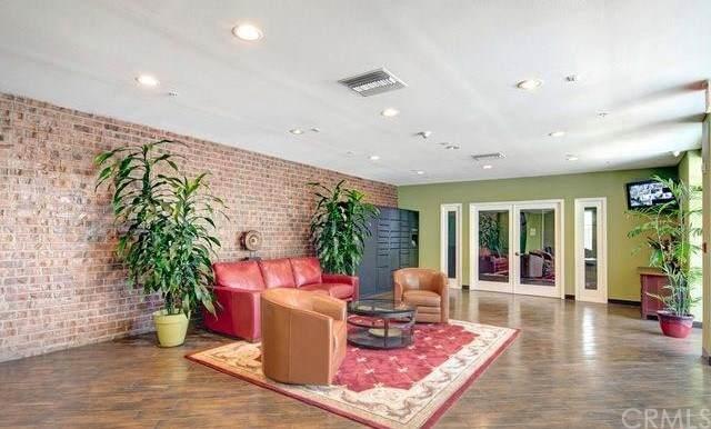 3740 Santa Rosalia Drive #403, Los Angeles (City), CA 90008 (#SW21034984) :: Mainstreet Realtors®