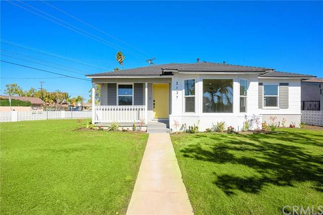 2137 W 11th Street, Santa Ana, CA 92703 (#PW21035343) :: Rogers Realty Group/Berkshire Hathaway HomeServices California Properties