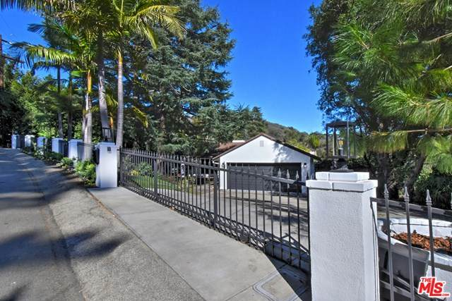 12217 Iredell Street, Studio City, CA 91604 (#21681482) :: American Real Estate List & Sell