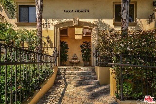 155 N Hamilton Drive #101, Beverly Hills, CA 90211 (#WS21038613) :: Better Living SoCal