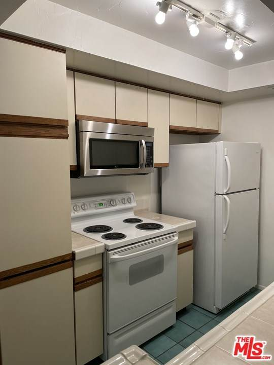 1134 N Alta Loma Road #201, West Hollywood, CA 90069 (#21697158) :: Koster & Krew Real Estate Group   Keller Williams