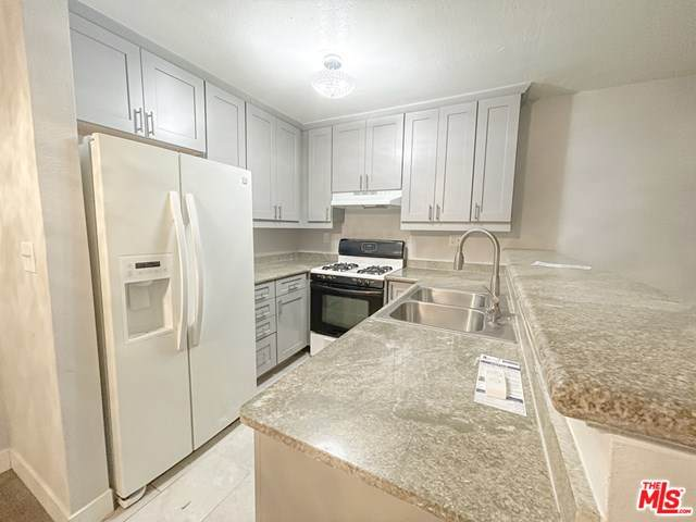 18530 Hatteras Street #115, Tarzana, CA 91356 (#21697356) :: Power Real Estate Group