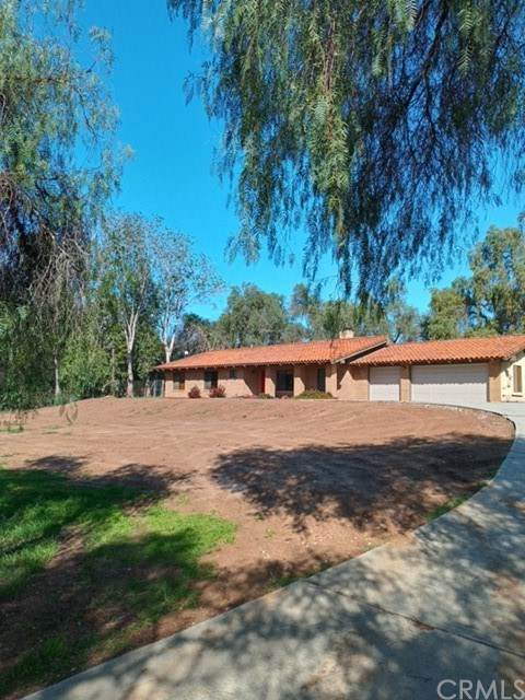 2810 Live Oak Park Road, Fallbrook, CA 92028 (#IG21040652) :: Millman Team