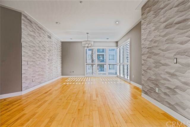 402 Rockefeller #215, Irvine, CA 92612 (#PW21046103) :: Berkshire Hathaway HomeServices California Properties