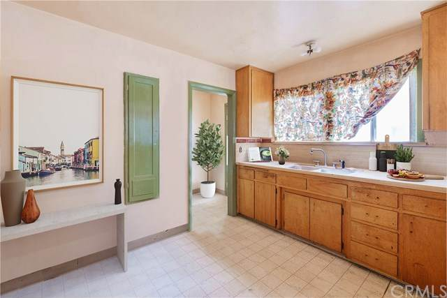 8553 Oleander Avenue, Fontana, CA 92335 (#SW21047254) :: Mainstreet Realtors®