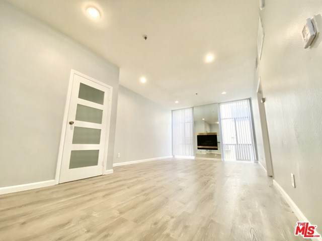 125 Doheny Drive - Photo 1