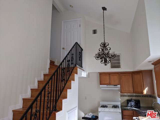 5933 Willoughby Avenue - Photo 1