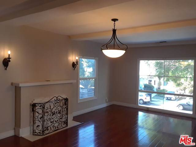 910 Wooster Street - Photo 1
