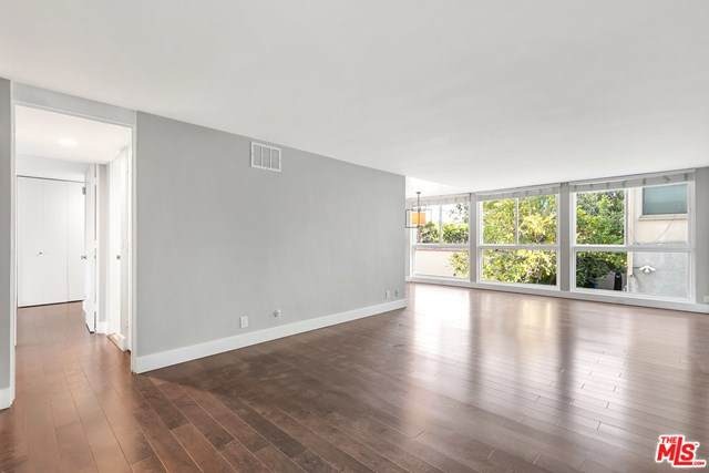 350 Reeves Drive - Photo 1
