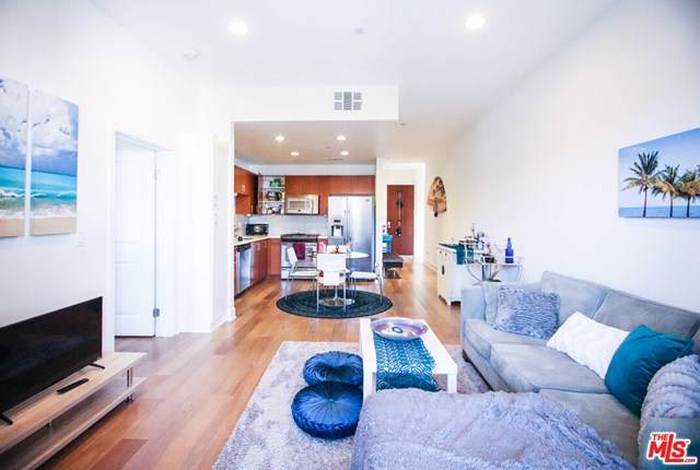 13337 Beach Avenue #307, Marina Del Rey, CA 90292 (#21715934) :: The Marelly Group | Compass
