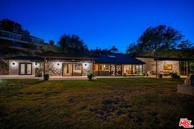 3932 Starland Drive, La Canada Flintridge, CA 91011 (#21715956) :: The Costantino Group | Cal American Homes and Realty