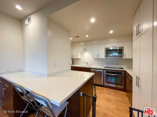 645 Wilcox Avenue 1D, Los Angeles (City), CA 90004 (#21712182) :: The Najar Group