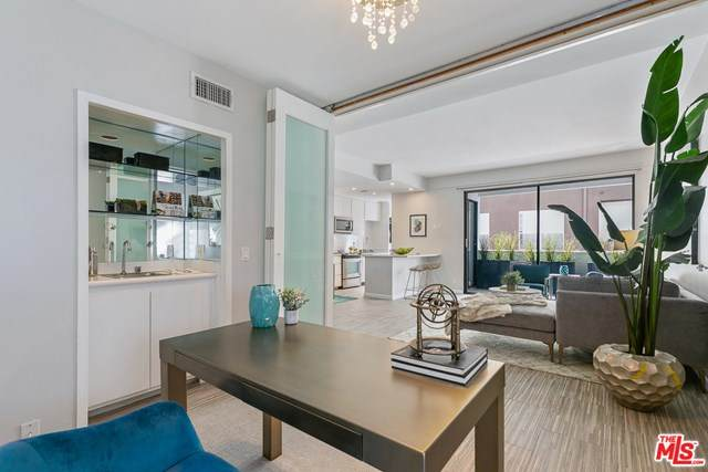 7250 Franklin Avenue #512, Los Angeles (City), CA 90046 (#21708634) :: Mark Nazzal Real Estate Group