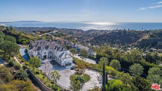 16375 Shadow Mountain Drive, Pacific Palisades, CA 90272 (#21716572) :: The Houston Team | Compass