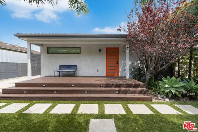 2446 Walnut Avenue, Venice, CA 90291 (#21712366) :: Team Tami