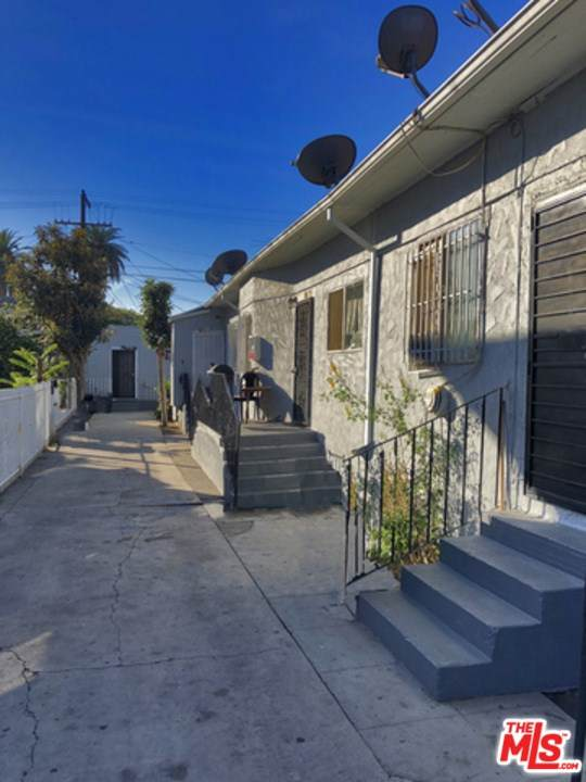 1794 W 24Th Street, Los Angeles (City), CA 90018 (#21717450) :: Steele Canyon Realty