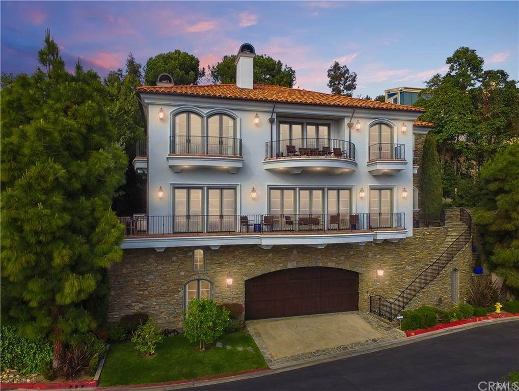 563 Emerald Bay, Laguna Beach, CA 92651 (#NP21073611) :: Pam Spadafore & Associates