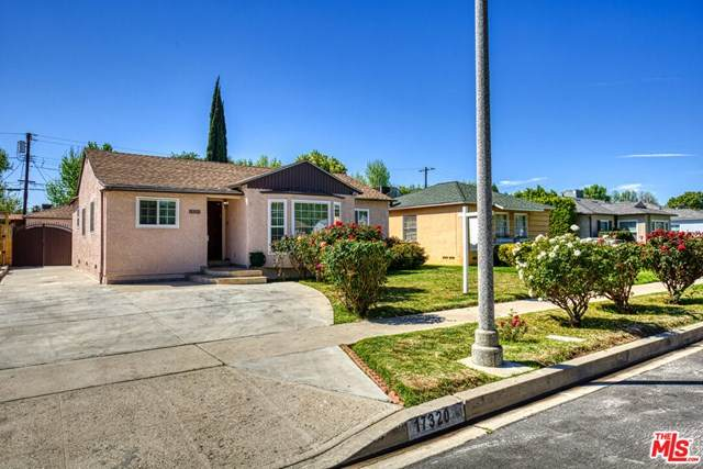 17320 Hamlin Street, Lake Balboa, CA 91406 (#21717750) :: Wendy Rich-Soto and Associates